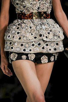 Mashmoom: Nothing like Alexander Mc Queen fashion details .