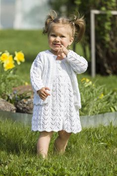 Knitting Patterns Girl Openwork dress with knitting needles for girls from 0 months to 8 years, op . Ladies Cardigan Knitting Patterns, Baby Sweater Knitting Pattern, Knitted Baby Cardigan, Baby Knitting Patterns, Knitting Stitches, Knitting Designs, Baby Patterns, Knitting Needles, Girls Knitted Dress