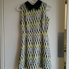"Sleeveless Dress with Collar - size Small Back zipper closure. I have worn the dress a couple of times, it is in a like new condition.  Measurement (approximately)  Bust: 32""  Length: 31"" Dresses Mini"