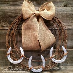 Barbwire Horseshoe Wreath Horses Equine Cattle Brand Rustic Home Decor Etsy Horseshoe Projects, Horseshoe Crafts, Horseshoe Art, Diy Home Decor Rustic, Easy Home Decor, Bedroom Rustic, Ranch Home Decor, Cowboy Home Decor, Bedroom Wall