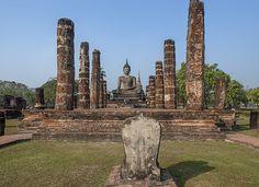 2015 Photograph, Wat Mahathat Phra Ubosot, Sukhothai Historical Park, Mueang Kao, Mueang Sukhothai, Sukhothai, Thailand, © 2015.  ภาพถ่าย ๒๕๕๘ วัดมหาธาตุ พระอุโบสถ อุทยานประวัติศาสตร์สุโขทัย เมืองเก่า เมืองสุโขทัย จังหวัดสุโขทัย ประเทศไทย