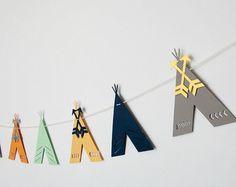 Esta guirnalda de flecha es perfecta para una fiesta de cumpleaños, infantiles o cualquier decoración del sitio!  ** Por favor consulte el anuncio de tienda para el tiempo de procesamiento actual! **  --» Hecho con cartulina de 100 libras de alta calidad para que las flechas son robustos!  --» Mano cosida para que pueda ajustar la distancia entre las flechas sin embargo le gustaría.  ---» Flechas largas son aproximadamente 7,5 pulgadas de largo por 2,5 pulgadas de alto.  ---» OPCIONES «--- »…