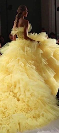 in love w/this shade of yellow Paris Spring Couture Week Spring Couture, Couture Week, Fairytale Dress, Yellow Fashion, Mellow Yellow, Bright Yellow, Color Yellow, Beautiful Gowns, Lovely Dresses
