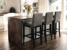 Behagelige barstoler i varmgrå farge, med god støtte i ryggen fra www.krogh-design.no/shop/barstol/ Dining Room, Table, Furniture, Home Decor, Dinner Room, Homemade Home Decor, Mesas, Home Furnishings, Desk