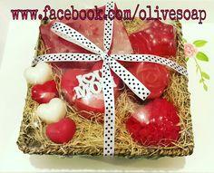 مجموعة من الصابون المصنوعة يدويا هدية مثالية إلى من تحب  #صابون #صناعة_يدوية #توزيعات #مناسبات #هدية #تسويق #الأردن 📱 00962795726029 Glycerin Soap, Cupcake, Christmas Ornaments, Holiday Decor, Home Decor, Soaps, Decoration Home, Room Decor, Cupcakes