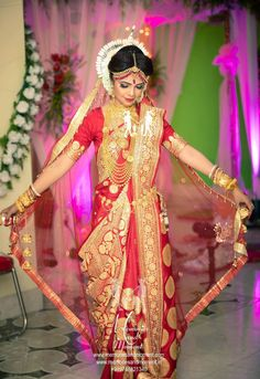 Indian Bridal Photos, Indian Wedding Poses, Indian Wedding Couple Photography, Indian Bridal Outfits, Bengali Saree, Bengali Bride, Bengali Wedding, Punjabi Bride, Lehenga Wedding