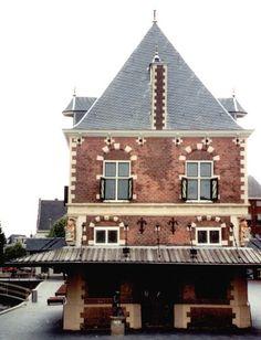 Leeuwarden, Friesland ,The Netherlands  Prachtig pand... ben benieuwd welke details er aan zitten
