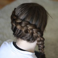 This ISNT a katniss braid. hers is a diagonal that ends at her shoulder/neck. this is more of the start of a milk maid dutch braid. Katniss Everdeen Hair, Katniss Braid, Inside Out French Braid, Inside Out Braid, Love Hair, Gorgeous Hair, My Hair, Grunge Hair, Hair Dos