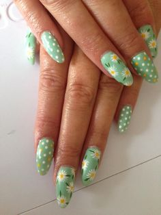 Gorgeous Gelaze® Gel Polish Daisy Nail Art in Envy, by Kerry McLachlan. http://www.essentialnails.com/product/448/gelaze_e/eng/gelaze-envy-13ml.html