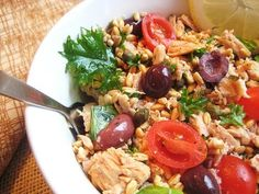 Who knew a recipe so simple and uncomplicated could be so delicious? This simple tuna and farro salad offers omega-3-rich fish, a staple of the Mediterranean diet. If you're not too keen on cooking fish in your kitchen but are still looking for its healthy benefits, this is the recipe for you.  Source: My Fare Foodie