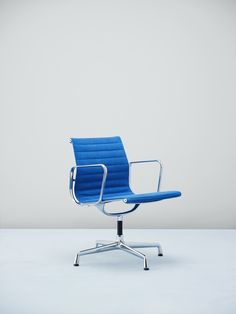 If there's anything a living space needs is a daring chair design. | My Design Agenda