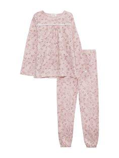 NewbieNewbie Limited Edition. Finns endast Online och i utvalda Newbie-butiker. Obs! Begränsat antal. 2-delad mönstrad pyjamas i mjuk, ekologisk bomull med spetsdetaljer. - Tröja med tryckknappar på axel- Lång ärm och rund halsringning- Liten...
