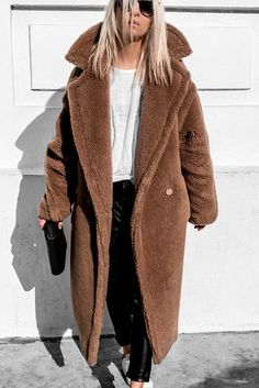 Ideas sneakers casual outfit street style for 2019 Long Coat Outfit, Winter Coat Outfits, Coat Dress, Winter Wardrobe, Fashion Mode, Fashion Outfits, Fashion Ideas, Denim Jacke, Dress With Sneakers