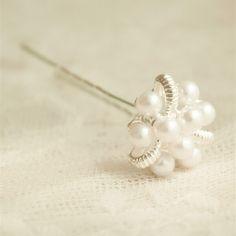 images/Elegant-Pearls-And-Rhinestone-Bridal-Hair-Pins-p-TWAHP003.jpg