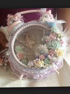 Shabby Chic Altered Clock ~ ღ Shabby Chic Mode, Estilo Shabby Chic, Shabby Chic Crafts, Shabby Chic Style, Shabby Vintage, Vintage Crafts, Clock Craft, Diy Clock, Altered Boxes