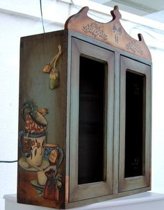 pretty cupboard from Atölye Beyaz Decoupage Furniture, Country Decor, Simple Furniture, Home Crafts, Wood Art, Decoupage, Painting On Wood, Hand Painted Furniture, Painted Furniture