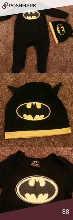 Batman baby set 3-6m batman bodysuit and hat. Cute set. Good condition except for little fluff on feet. DC One Pieces Bodysuits
