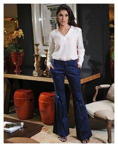 Nossa calça flare com pregas é uma mega tendência que você não pode deixar de usar! {disponível em outras cores também} #AiresdeYvoire #verdebandeira #comcarinhon#comamor #flare #inverno2016 #atacado #fashion #weloveit #tendencia by verde_bandeira