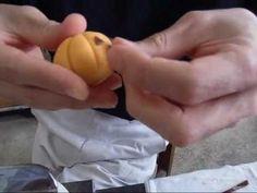 和菓子職人 ハロウィンの上生菓子 秋 和菓子 練り切り japanese sweets wagashi 上生菓子の作り方 和菓子作り - https://www.youtube.com/watch?v=p51bF0l0JSM