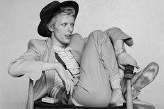 """dustonmars: David Bowie by Terry O'Neill. - dustonmars: """"David Bowie by Terry O'Neill. Terry O Neill, Ted Bundy, Glam Rock, David Jones, Steve Mcqueen, Dandy, Estilo Beatnik, Rock And Roll, David Bowie Fashion"""