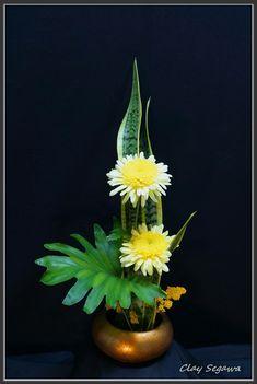 Ikebana by Clayton Segawa Contemporary Flower Arrangements, Creative Flower Arrangements, Tropical Flower Arrangements, Church Flower Arrangements, Beautiful Flower Arrangements, Ikebana Arrangements, Ikebana Flower Arrangement, Flower Vases, Home Flowers