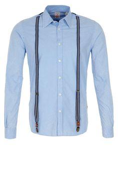 Scotch & Soda | Chemise bleu ciel | http://www.rienasemettre.fr/shopping-list/chemise-homme-bleue-et-bretelles-scotch-soda/