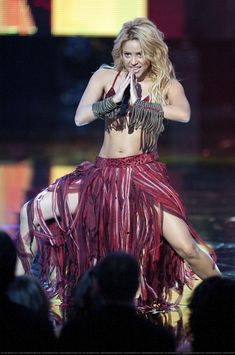 Shakira Outfits, Stage Outfits, Dance Outfits, Shakira Dance, Famous Celebrities, Celebs, Shakira Mebarak, Jennifer Aniston Style, Barranquilla