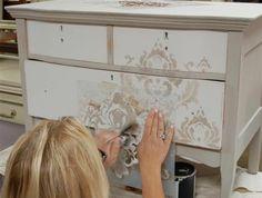 0-comment-repeindre-les-meubles-patines-anciens-peindre-un-meuble-ancien-de-couleur-beige