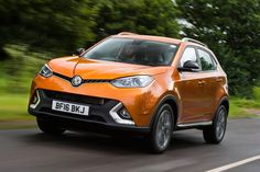 MG GS SUV 2016 - front tracking 2