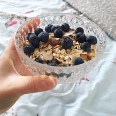 Breakfast of natural yoghurt with muesli and fresh blueberries  . I'm starting this week with a day off - it always feels a bit weird having a Monday off when the rest of the world is heading back to work! Zero plans for the day so far but hoping to see some sunshine. What's everyone else up to today? Anyone else off this Monday morning? . . . . . #breakfast #yoghurt #blueberries #muesli #breakfastlover #goodmorning #starttheday #breakfastbowl #breakfastinspo #healthybreakfast #instafood…