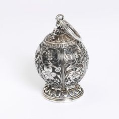 Unmaking Things 2012-13 » DO I SMELL? THE POMANDER AND ITS MATERIALITY - 1600's. V&M Collection. Italy.