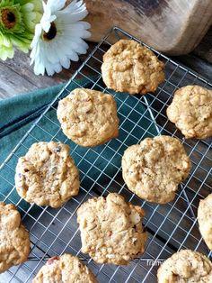 Cookies med nøtter - Fra mitt kjøkken Cereal, Muffin, Cookies, Breakfast, Desserts, Food, Baking Soda, Crack Crackers, Morning Coffee