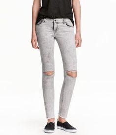 Zwart/Acid. Enkellange jeans van elastisch, gewassen denim met forse…