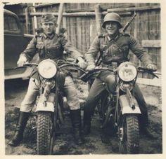 WEHRMACHT soldiers (Kradmelder)