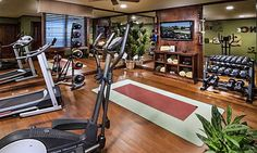 10 must-have luxury-home amenities: Gym (© Celebrity Communities/Houzz )