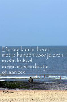 de zee kun je horen
