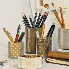 Rangements transformés pour illuminer votre bureau ! Ces pots à crayons brillent de paillettes ! / DIY, Arrangements transformed to illuminate your desk! These jars with pencils shine with glitter!