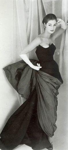 Chanel 1950s  via http://tammy17tummy.tumblr.com/post/21982897348