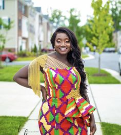 Bride Cucumber Mask, Kente Dress, Kente Styles, Traditional Wedding, African Fashion, Wedding Styles, Plus Size, Fashion Ideas, Brides