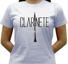 Camiseta estampada com a imagem de um Clarinete.