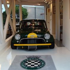 If this car is inside.it's about time someone designs a garage inside the house. Nice Mini, too. Mini Cooper Classic, Classic Mini, Classic Cars, Mini Morris, Automobile, Mini Copper, Mini S, Modified Cars, Bmw