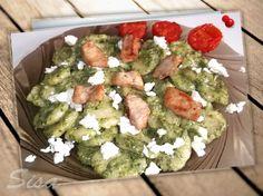 Hrnčekové recepty: Gnocchi so špenátom a balkánskym syrom. Gnocchi, Palak Paneer, Cobb Salad, Ethnic Recipes, Food, Eten, Meals, Diet