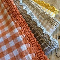 If you looking for a great border for either your crochet or knitting project, check this interesting pattern out. When you see the tutorial you will see that you will use both the knitting needle and crochet hook to work on the the wavy border. Beau Crochet, Crochet Diy, Love Crochet, Learn To Crochet, Beautiful Crochet, Crochet Stitch, Crochet Crafts, Crochet Hooks, Crochet Projects