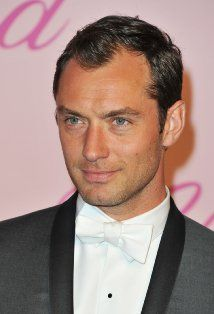 Jude Law and Johnny Depp Courted by Wes Anderson? — Word of The Nerd Jude Law, Sherlock Holmes, Sandro, Young Pope, Star Wars, John Watson, Cannes Film Festival, Beautiful Men, Gorgeous Guys