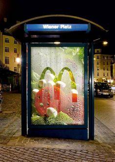 McDonalds Freshness Box Salad outdoor advertising campaign from Germany. Creative Advertising, Guerrilla Advertising, Ads Creative, Print Advertising, Advertising Campaign, Print Ads, Food Advertising, Street Marketing, Guerilla Marketing