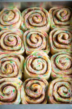 Funfetti Cinnamon Rolls - The Little Epicurean - - Funfetti Cinnamon Rolls – The Little Epicurean breads/pastries/dough Geburtstag Funfetti Zimtschnecken Birthday Breakfast, Birthday Brunch, Birthday Desserts, Breakfast For Kids, Birthday Crafts, Birthday Kids, Birthday Recipes, Happy Birthday, Beignets