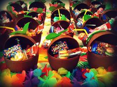 Tomorrow we will have our first Hawaiian party! These are the party favours, arent they cute?!