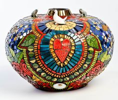 Heart and Soul Vase Mosaic Bottles, Mosaic Vase, Mosaic Crafts, Mosaic Projects, Mosaic Designs, Mosaic Patterns, Mosaic Furniture, Mosaic Madness, Mosaic Garden