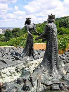 The sculpture name Buda and Pest >symbol of the city > on Gellért Hill, Budapest, Hungary Mehr Statues, Places To Travel, Places To See, Europa Tour, Budapest Travel, Hungary Travel, Photos Voyages, Central Europe, Eastern Europe