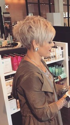 Cute Short Pixie Haircuts for 2018 – 54 Medium Hair Cuts With Layers For Women 2019 . Short Hairstyles for over 50 Fine Hair Sassy Haircuts, Short Pixie Haircuts, Short Hairstyles For Women, Curly Hairstyles, Hairstyle Short, Hairstyles 2016, Medium Hairstyles, Short Hair Cuts For Women Pixie, Shaggy Pixie Cuts, Blonde Pixie Haircut